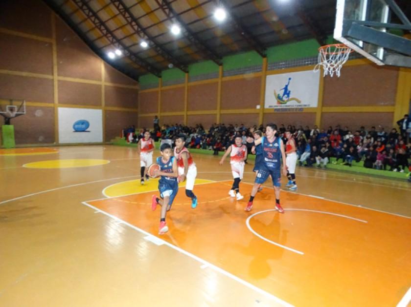 El partido entre CAN de Oruro y el representante de Quillacollo, J. Plaza
