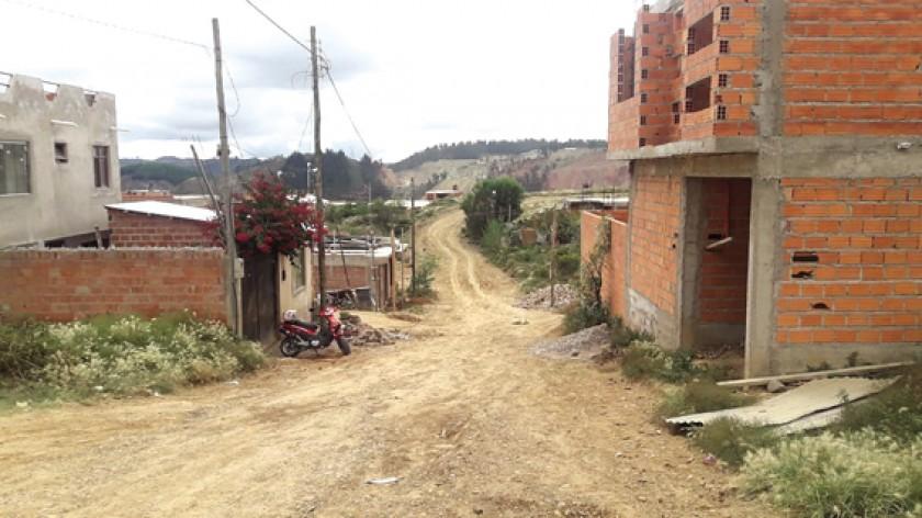 DISTRITO 2. Los vecinos del barrio CESSA lidian con el polvo debido a la falta de pavimento en prácticamente todas