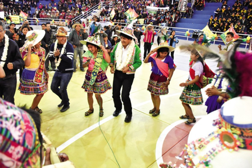 ATENCIÓN.  Alcalde y Gobernador exaltaron la imagen de Morales en Cochabamba.
