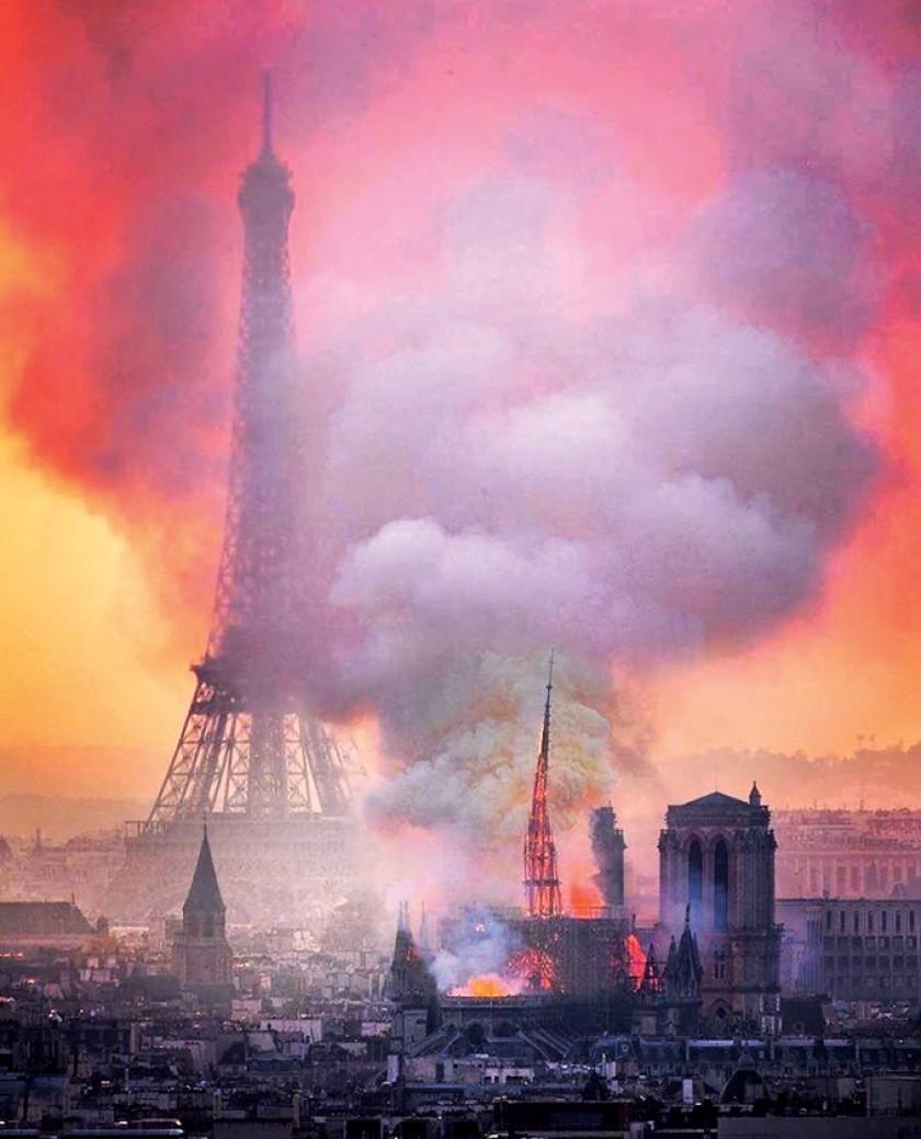 Arde Notre Dame y llora París