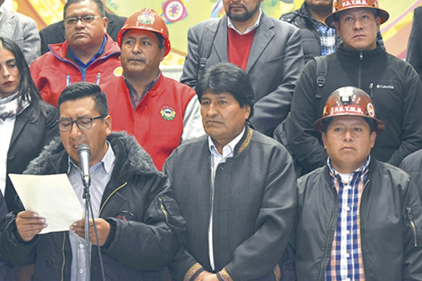 CONFERENCIA. El presidente Evo Morales y la dirigencia de la COB informan sobre el acuerdo.
