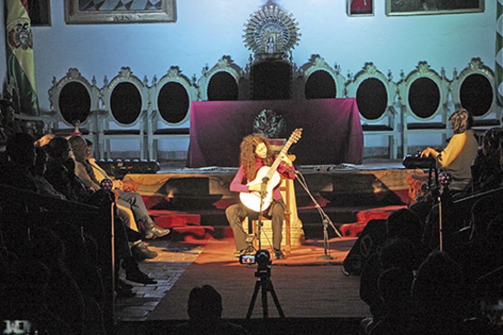 Mujeres ponen a tono el Festival de Guitarras