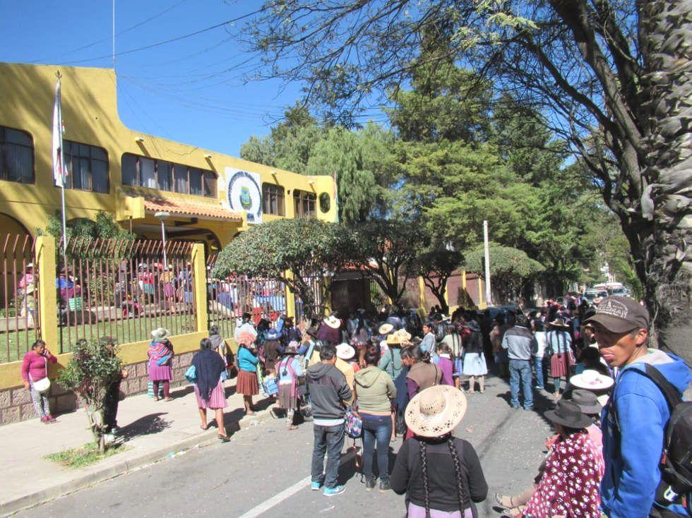 Los marchistas llegaron hasta la Dirección Distrital de Educación.