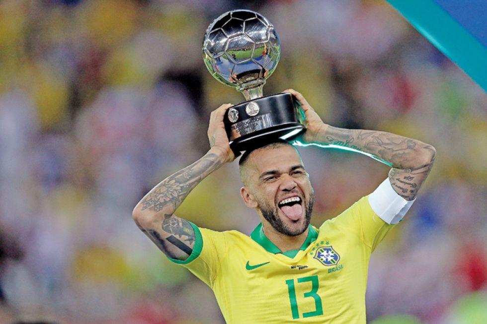 Daniel Alves el mejor jugador
