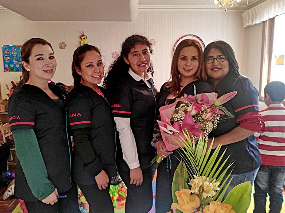 Arriba, Marcia, Ana, Aimee, Isabel y Emilce, en la inauguración del centro.