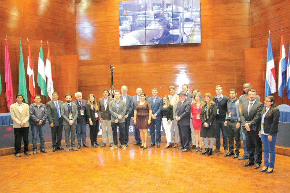 APERTURA. Autoridades en la inauguración ayer, lunes, en el Centro Internacional de Convenciones y Cultura.