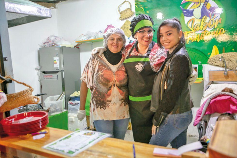 Alenka Gómez, Blanca Cortéz y Carolina Méndez  con el sabor trinitario.