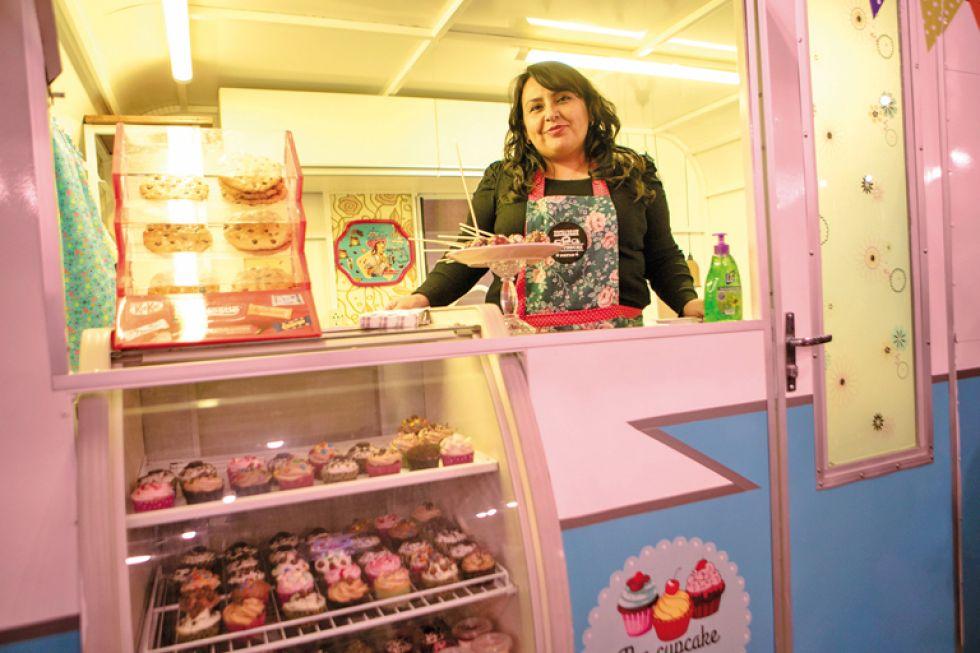 "Virna Montaño de ""The Cupcake Factory"" da una dulce bienvenida."