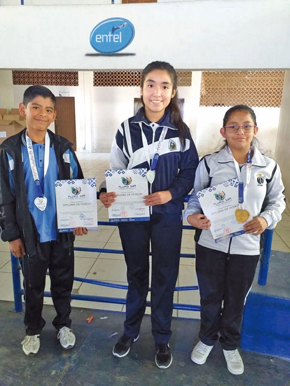Jairo Pereira, María Velásquez y Natalia Bustillos.
