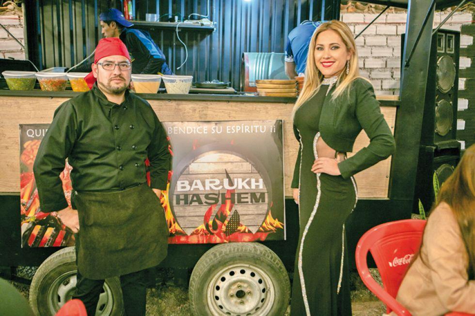 Gilmar Barrientos y Carol Daza con Barukh Hashem..