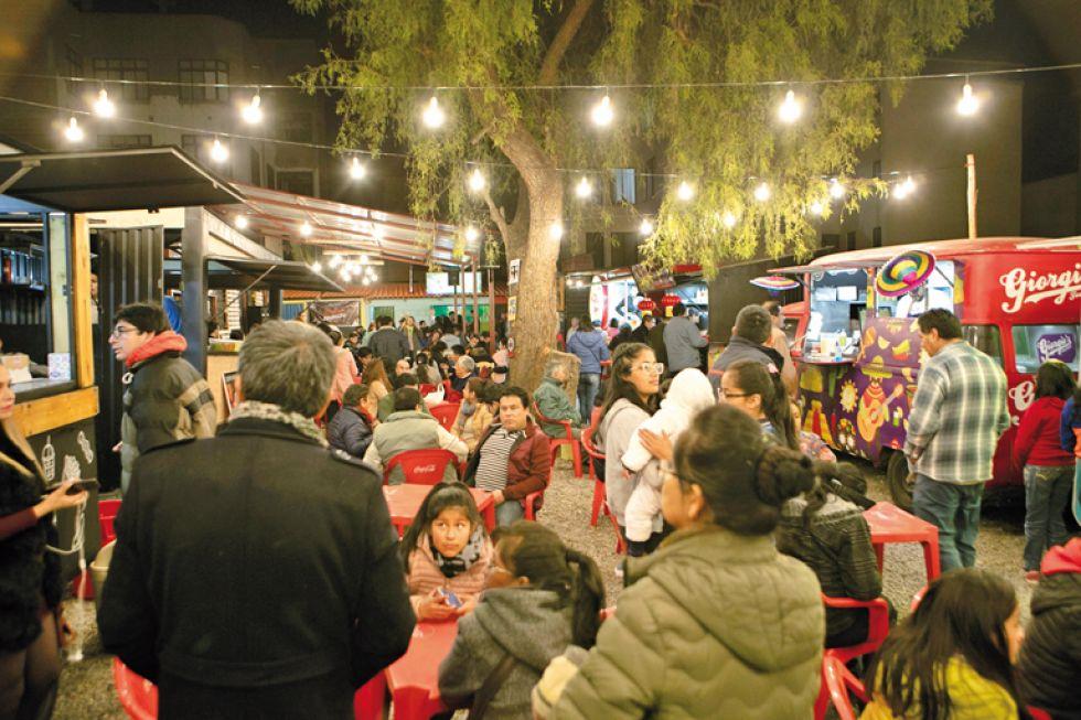El patio de comidas atrajo la atención de muchos.