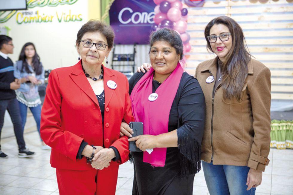 Nancy Navia, María Teresa Serrano  y Fabiola Medina (madre de Valentina Pérez)