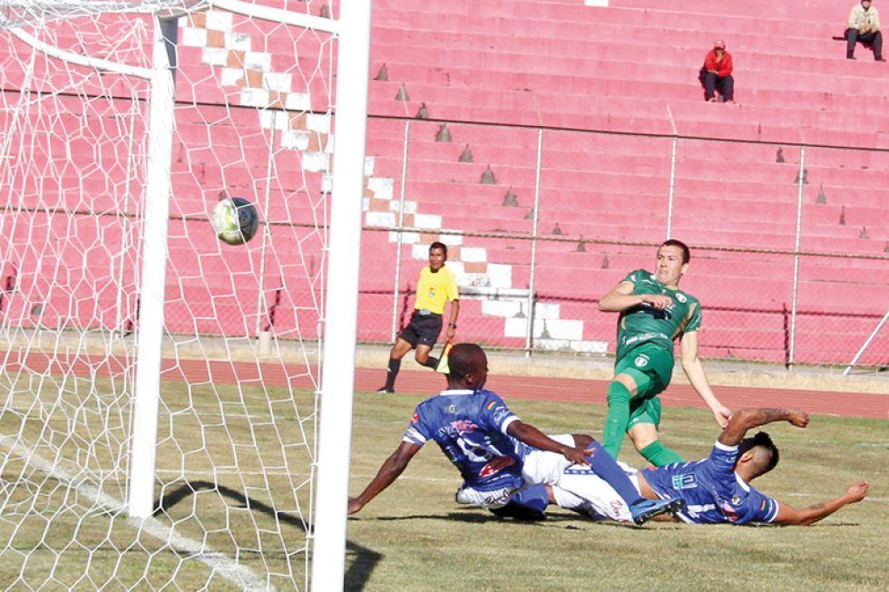 Stormer's perdió ayer ante Real Tomayapo, en el Estadio IV Centenario.