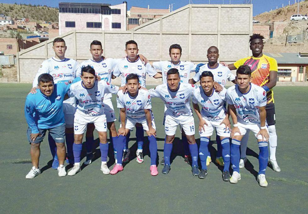 El Decano del fútbol chuquisaqueño que ayer jugó en Potosí.