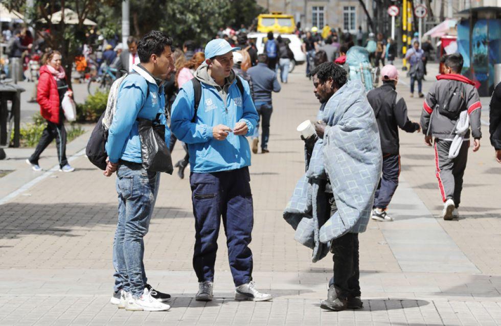 """BOGOTÁ. De día o de noche, """"Los Ángeles Azules"""" buscan recuperar a la gente de las calles."""