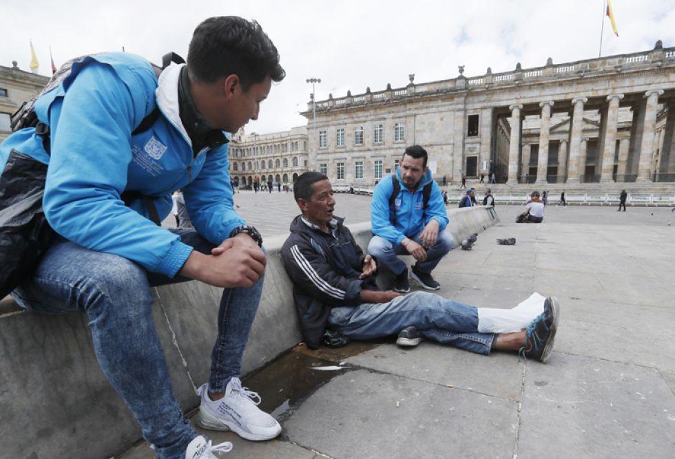 BOGOTÁ. Funcionarios municipales confían en persuadir a mendigos.