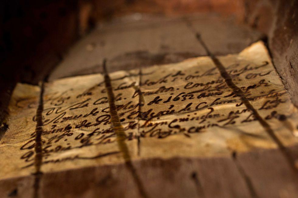 La escritura que testimonio la autenticidad del Cristo de Burgos.