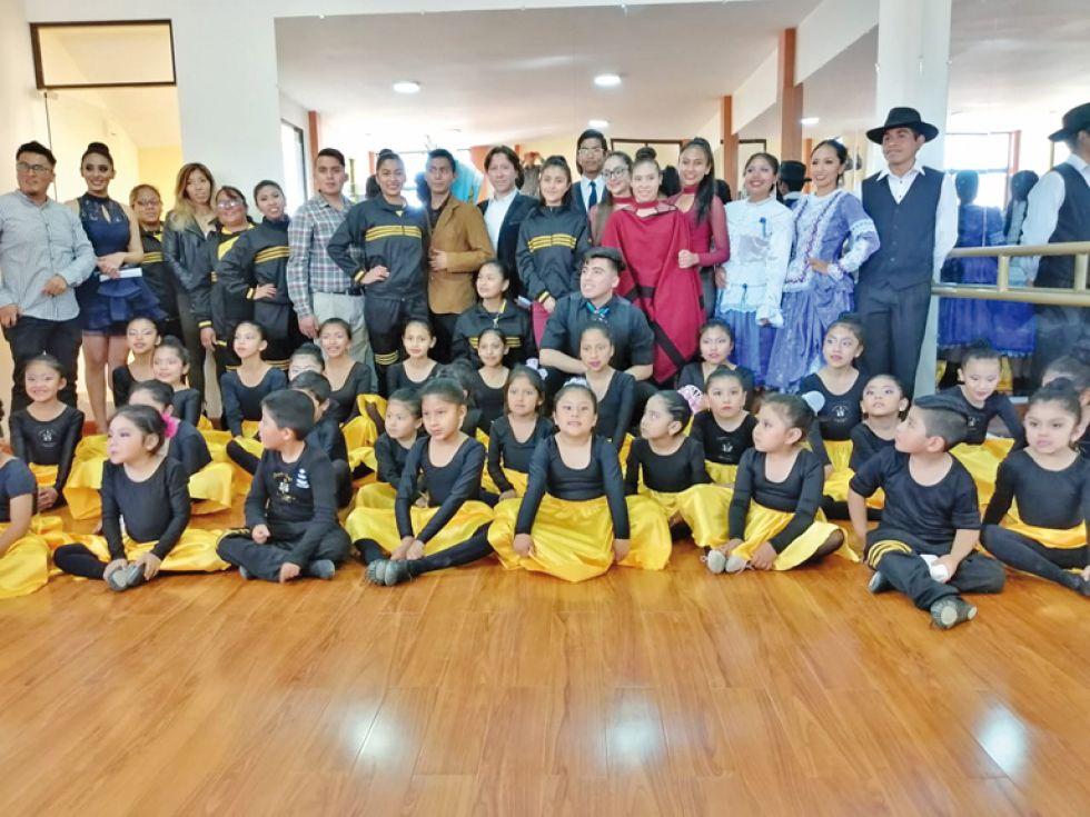 La compañía de danza Dennis Zamorano Bohórquez.