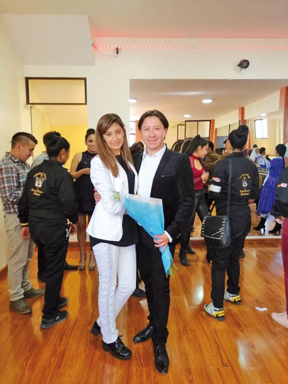 Dennis Zamorano junto a su esposa Karen Montaño.