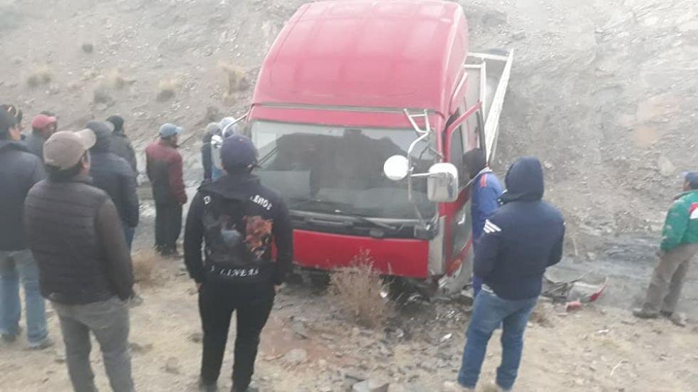 Así quedó el vehículo que los ladrones abandonaron al escapar.