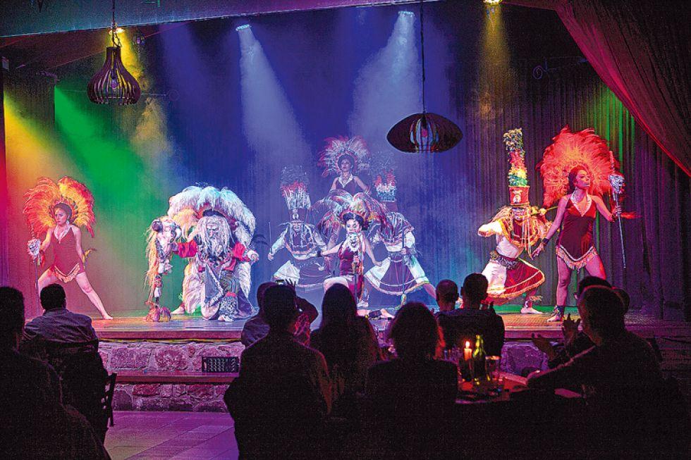 El increíble show de danzas bolivianas.