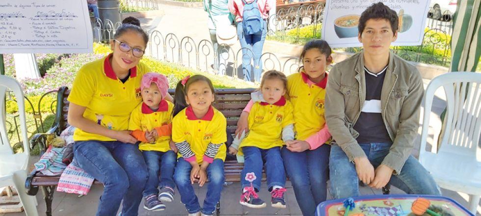 Daysi Bejarano, Mía, Sofía, Jhaylin y Reyna, Daniel Rodas, hablaron de la remolacha y beneficios del zapallo.