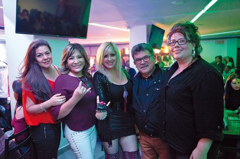 Litsy La Torre Condorcett, Natividad Rosas,  Helen Fuentes, Carlos Dávalos y Carla Hamel.