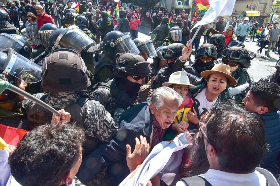 PROTESTA. Las medidas asumidas en La Paz y Cochabamba durante la jornada de paro cívico nacional.
