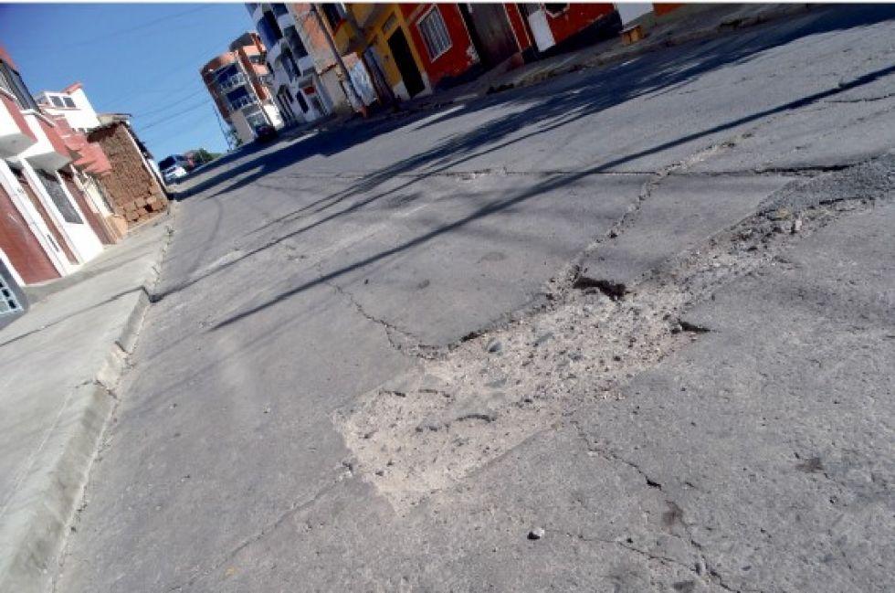 DETERIORO. El mal estado de las calles contribuye a que ocurran incidentes de tránsito.