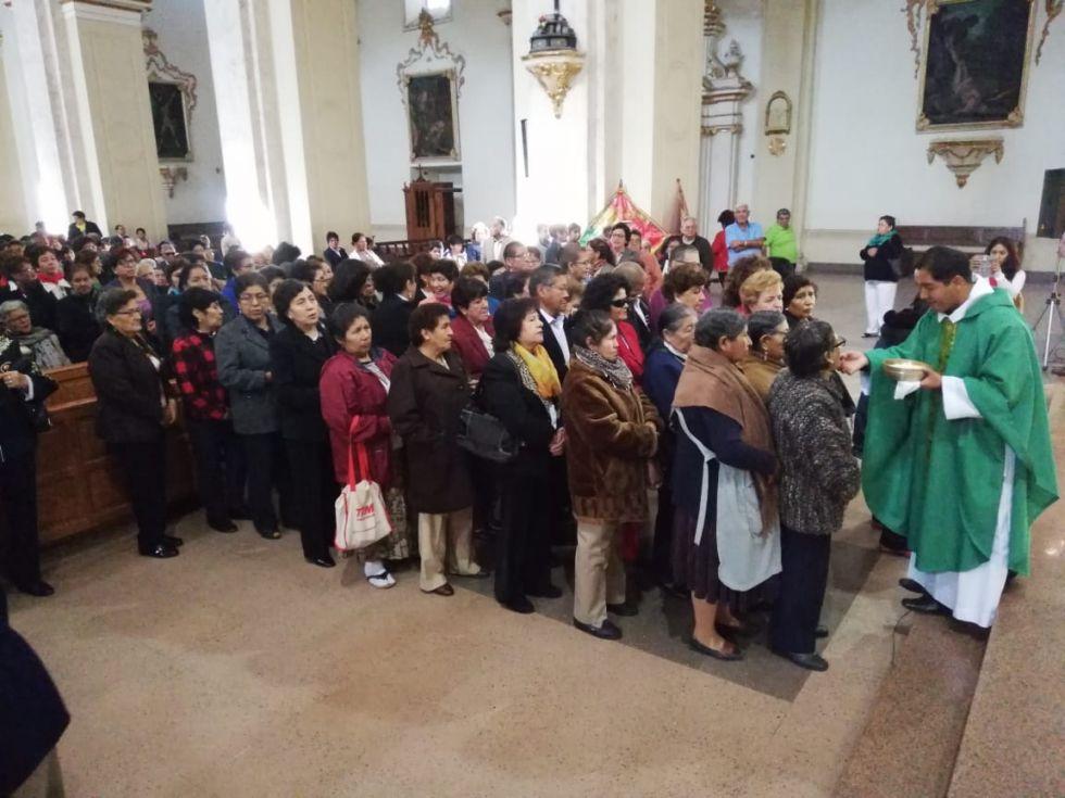 Los adultos mayores participaron en la celebración de una misa en la Catedral.