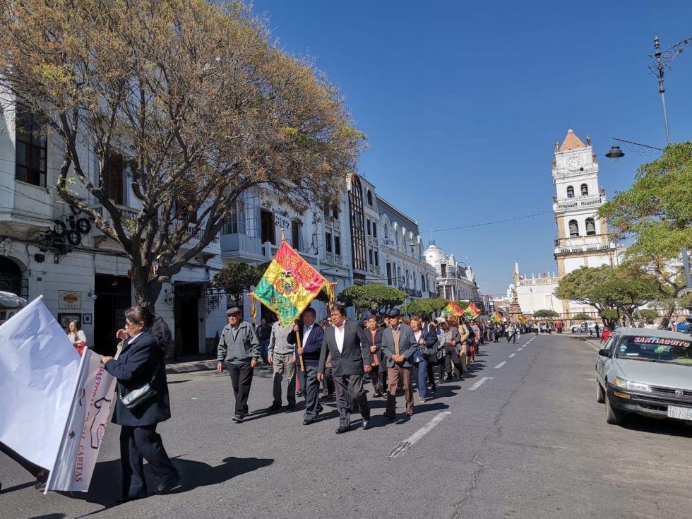 Una veintena de asociaciones marcharon en la Plaza 25 de Mayo.