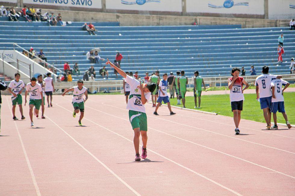 Las pruebas de atletismo se desarrollaron el la pista del Estadio Patria en sus diferentes categorías.