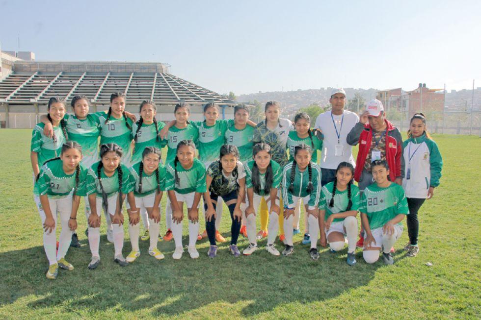La seleccione de fútbol damas Lucio Siles Morales