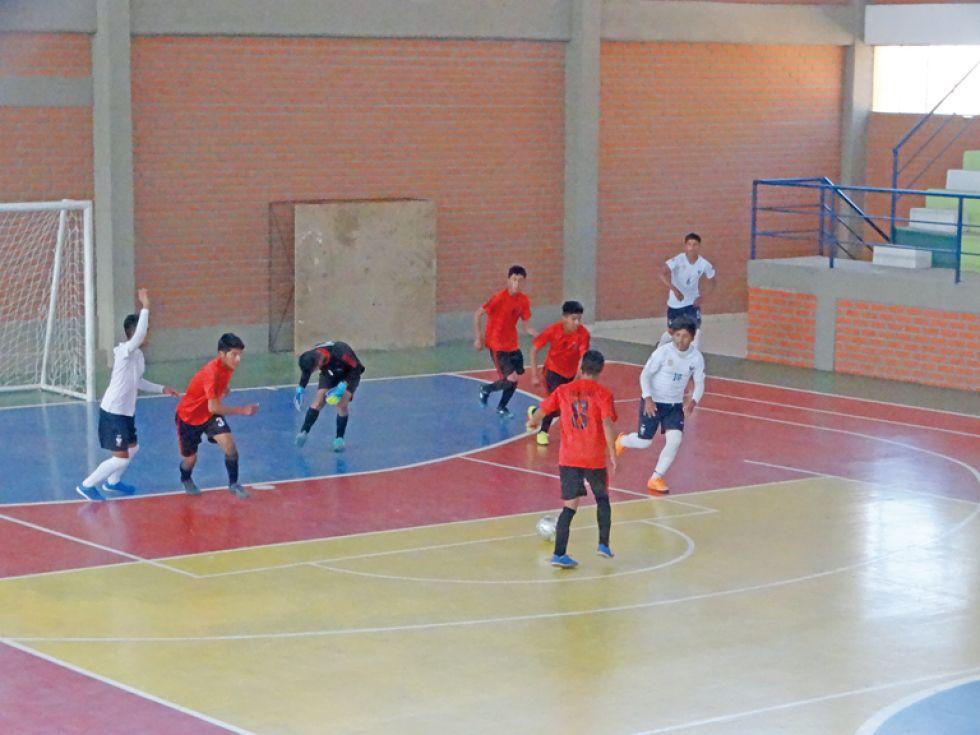 Hoy el fútbol, fútbol de salón, básquetbol y voleibol definirán a sus clasificados para la fase Nacional.