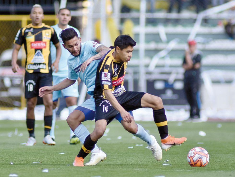 Un pasaje del cotejo jugado ayer entre Bolívar y The Strongest