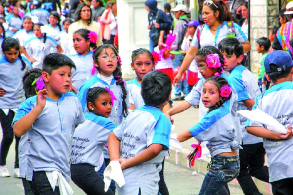 SIMPATÍA. Los niños del colegio María Josefa Mujía presentaron una estampa chapaca.