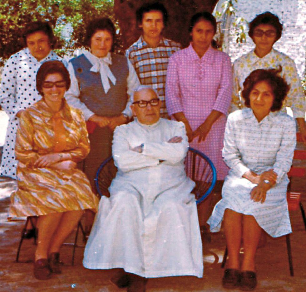El Padre y las cinco primeras misioneras