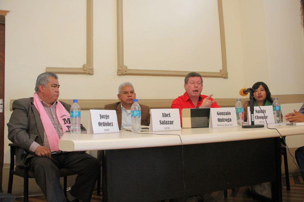 CANDIDATOS. De izquierda a derecha, Jorge Ordóñez, Abel Salazar, Gonzalo Quiroga y Nataly Choque, aspirantes a la Cámara Alta, en debate.