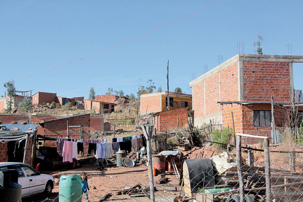 BARRIO. Alrededor de 40 familias viven en condiciones precarias, sin agua, alumbrado público y alcantarillado.