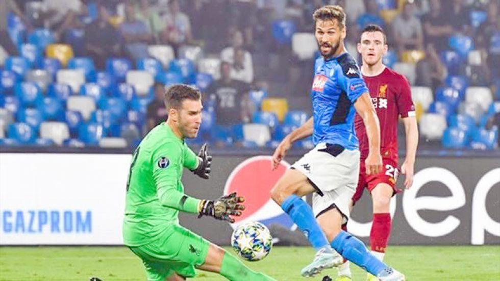 Un pasaje del partido entre Liverpool y Nápoles