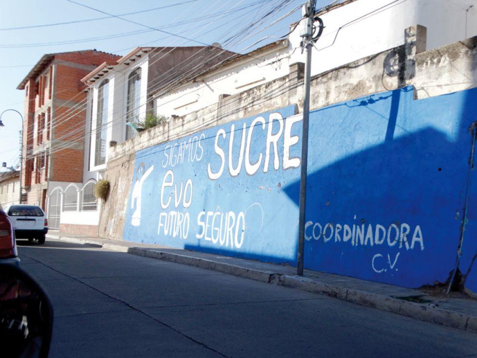 CAMPAÑA. El muro cercano al estadio Sucre también fue pintado.