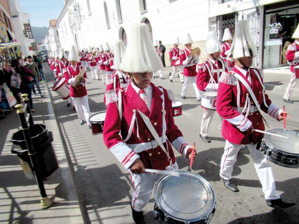 BANDA. La presencia de la banda de guerra del Colegio Pichincha, de Potosí.