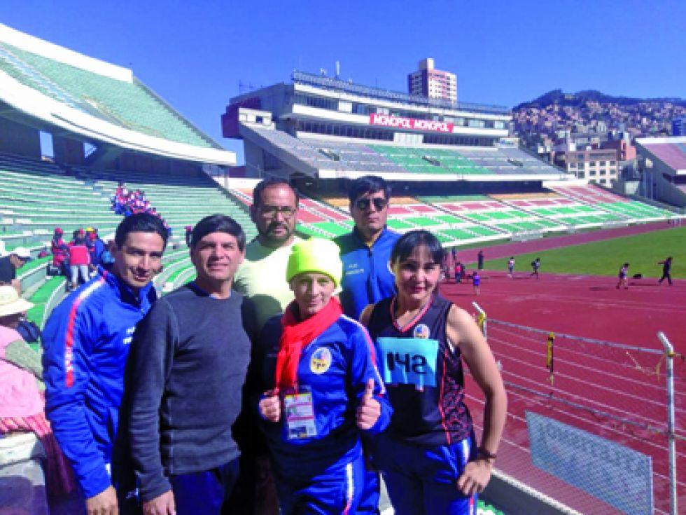 El equipo de atletismo y natación de San Francisco Xavier.