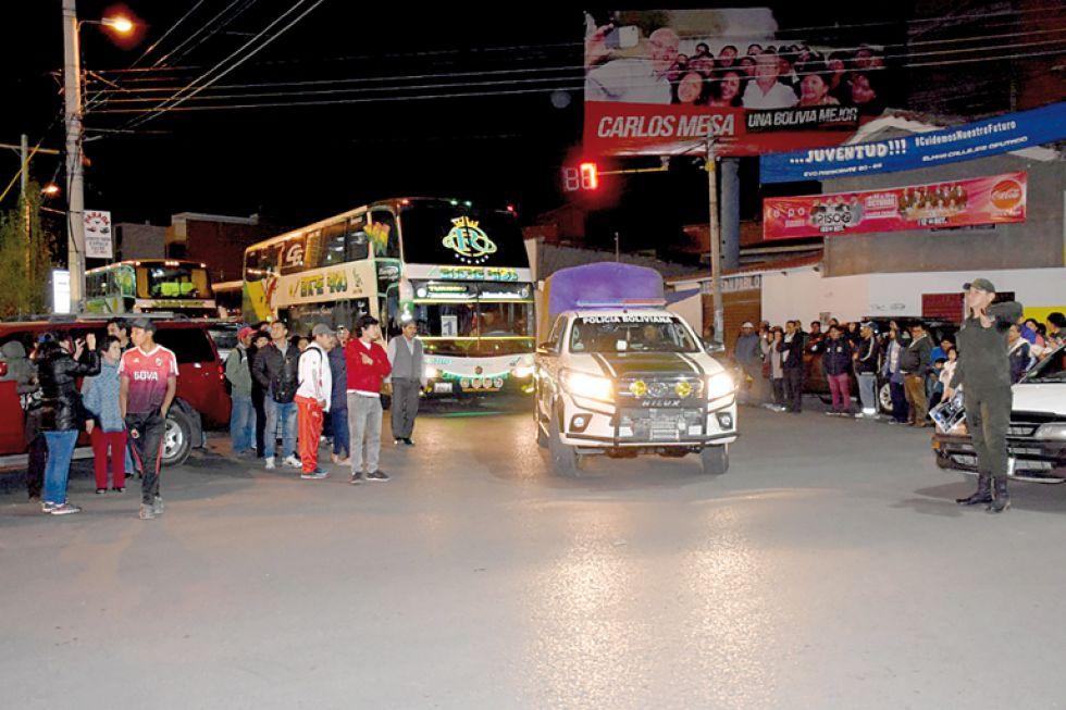 Anoche partió la delegación chuquisaqueña rumbo a Cochabamba, donde mañana iniciarán los Pluris del nivel secundario.
