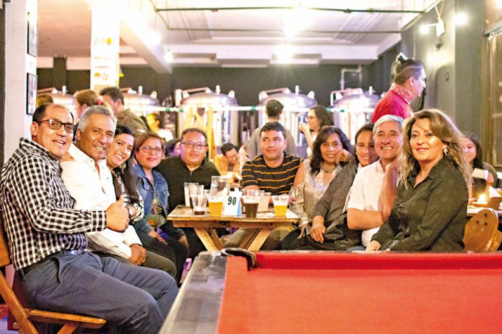 Darío Canseco, Ariel Lagrava, Verónica Padilla, Eliana Torres, Rolando Loaiza, Hernán Rojas, Ingrid Orlandini, Susana Garnica, Walter Céspedes  y Jenny Garrón.
