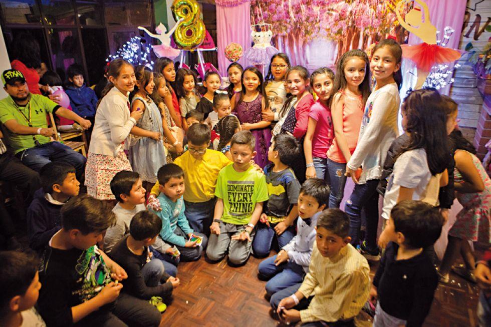 Ariany junto a sus invitados.
