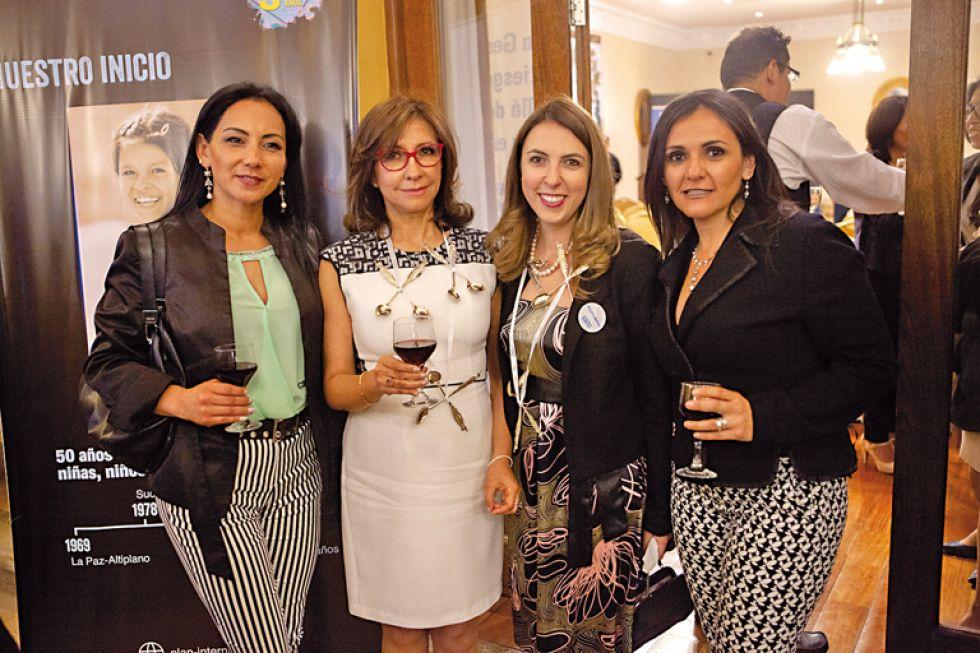 Alicia Ojara, Teresa Sossa, Chantale Beolchi  y Ximena Stumvoll.