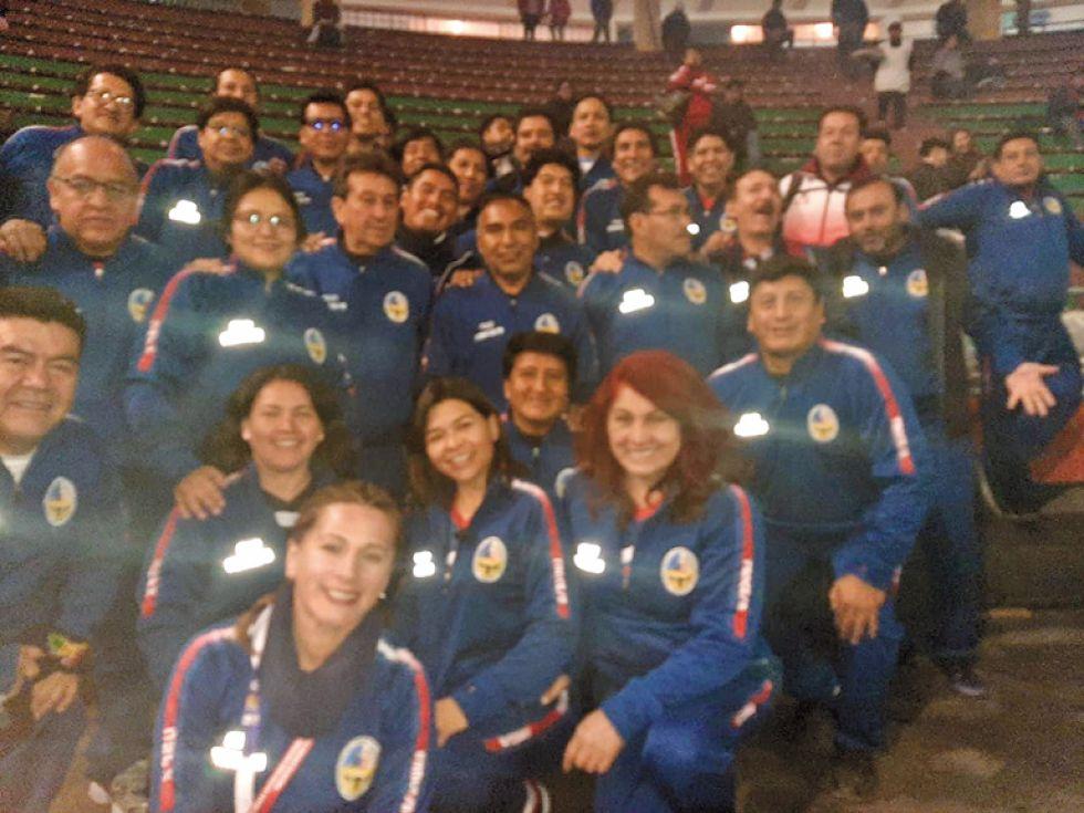 Delegación de docentes de la USFX.