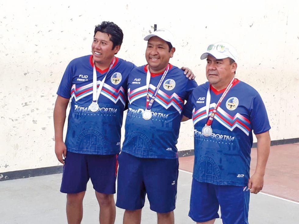 Equipo de raqueta frontón, medalla de plata.