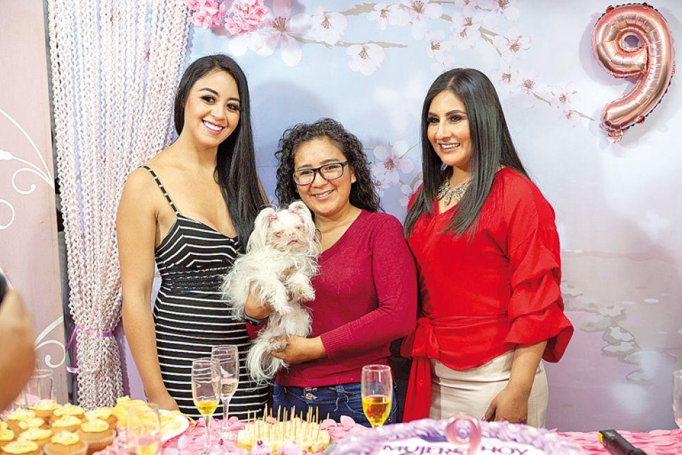 Nicole Gantier, Lilian Cuba y Helga Flores.